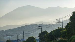 JR豊後豊岡駅付近の海岸から夕方の別府湾の写真素材 [FYI04834220]