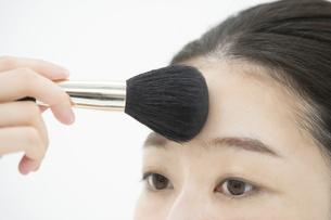 化粧・ブラシ・女性の写真素材 [FYI04834268]