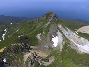 空撮・夏の硫黄山(北海道・知床)の写真素材 [FYI04834327]