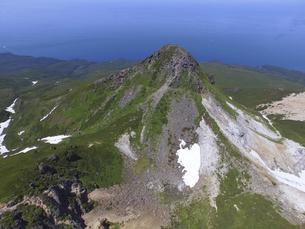 空撮・夏の硫黄山(北海道・知床)の写真素材 [FYI04834330]
