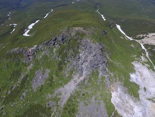 空撮・硫黄山の山頂(北海道・知床)の写真素材 [FYI04834335]