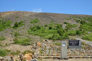 吾妻小富士の登山道の写真素材 [FYI04834515]