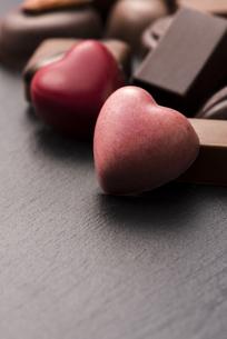 ハート型のチョコレートの写真素材 [FYI04834534]