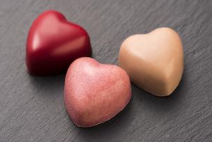 ハート型のチョコレートの写真素材 [FYI04834535]
