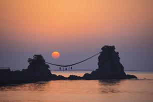 豊後二見ヶ浦の朝日の写真素材 [FYI04834549]
