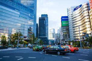 東京駅八重洲口の駅前広場の写真素材 [FYI04834638]