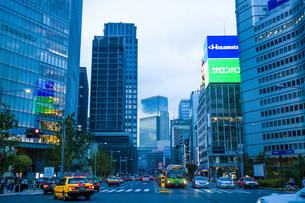 東京駅八重洲口の駅前広場の写真素材 [FYI04834653]