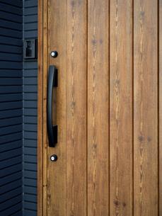住宅の玄関の写真素材 [FYI04835205]