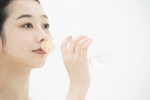 女性・美容・水の写真素材 [FYI04835403]