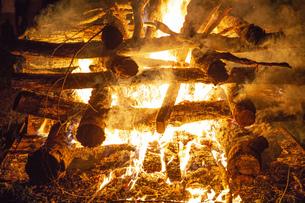 たき火の写真素材 [FYI04835432]