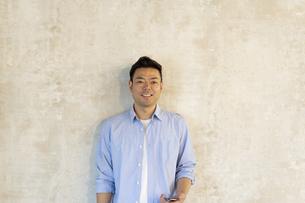 笑顔の日本人ビジネスマンの写真素材 [FYI04835543]