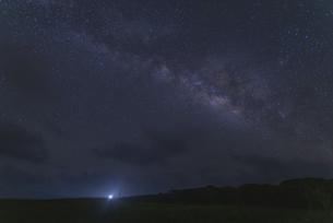 夜明け前の天の川の写真素材 [FYI04836084]