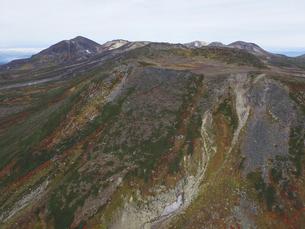 空撮・秋の白雲岳火口(北海道・大雪山)の写真素材 [FYI04836292]