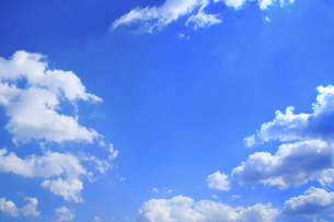 センタースペースのある青空と雲の写真素材 [FYI04836639]