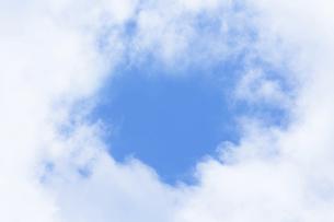 センタースペースのある青空と雲の写真素材 [FYI04836644]
