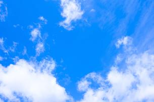 センタースペースのある青空と雲の写真素材 [FYI04836646]