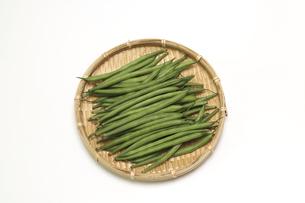 笊にのせたインゲン豆の写真素材 [FYI04836791]