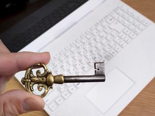 コンピュータのセキュリティーイメージの写真素材 [FYI04837087]