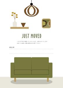 リビングとソファーの転居ハガキデザインのイラスト素材 [FYI04837733]