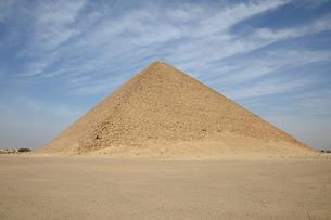 赤いピラミッドの写真素材 [FYI04837738]