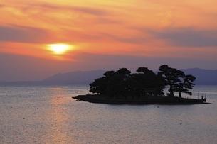宍道湖夕景の写真素材 [FYI04838170]