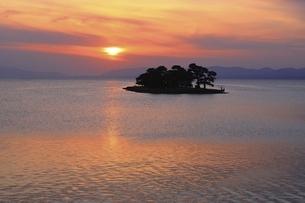宍道湖夕景の写真素材 [FYI04838171]