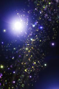 光のパーティクルと放射光のアブストラクト背景のイラスト素材 [FYI04838601]