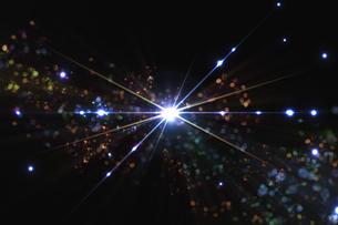光のパーティクルと放射光のアブストラクト背景のイラスト素材 [FYI04838608]