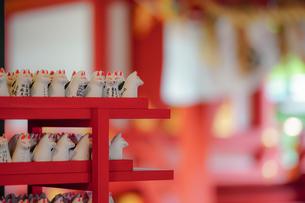 山王稲荷神社の狐のおつかいの写真素材 [FYI04839423]