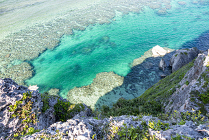 伊良部島の観光名所、フナウサギバナタ展望台からの絶景の写真素材 [FYI04839654]
