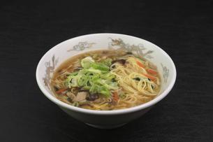 酸辣湯麺の写真素材 [FYI04840027]