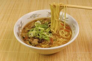 酸辣湯麺の写真素材 [FYI04840033]
