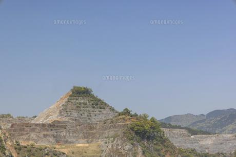 石灰岩の採掘場の写真素材 [FYI04840717]