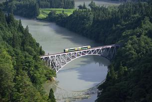 第一只見川橋梁と只見線の写真素材 [FYI04841090]