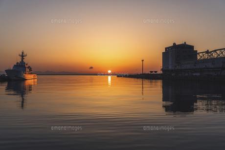小樽港からの日の出の写真素材 [FYI04841367]