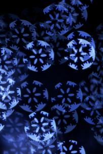 雪の結晶の光の球の写真素材 [FYI04841398]