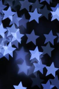 星の形をした光の集合体の写真素材 [FYI04841401]