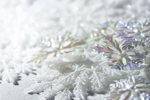 敷き詰められた雪の結晶の写真素材 [FYI04841413]