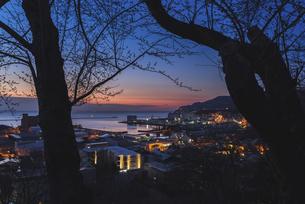 夜明けの小樽港の写真素材 [FYI04841892]