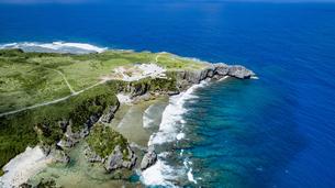 上空から眺める辺戸岬の写真素材 [FYI04842270]