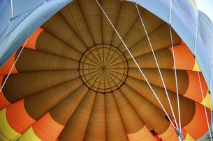 熱気球のエンベロープ内部の写真素材 [FYI04842585]