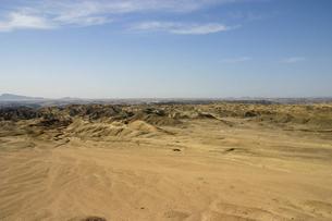 ナミブ砂漠の月面世界ムーンバレー全景の写真素材 [FYI04842586]