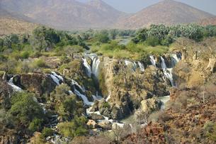 アンゴラとナミビアの国境を流れるクネネ川にあるエプパ滝の写真素材 [FYI04842593]