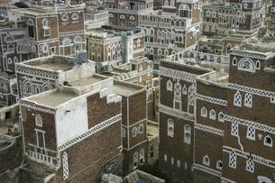 世界最古の都市のひとつ、イエメンのサナア旧市街の建物の写真素材 [FYI04842607]