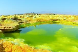 毒ガスを噴出する極彩色の大地、エチオピア・ダナキル砂漠のダロール火山の写真素材 [FYI04842647]