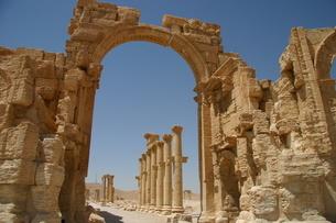 ISに破壊される前の世界遺産パルミラ遺跡記念門の写真素材 [FYI04842666]