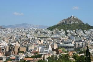 リカヴィトスの丘とアテネ市内の写真素材 [FYI04842670]
