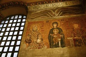 イスタンブールの世界遺産アヤソフィアのモザイク画の写真素材 [FYI04842687]