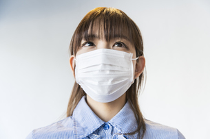 マスク姿の女性の写真素材 [FYI04842768]