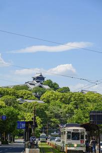 熊本城「熊本市繁華街・電車通り・水道町・街並みから観た、うららかな春 熊本城風景」の写真素材 [FYI04843071]